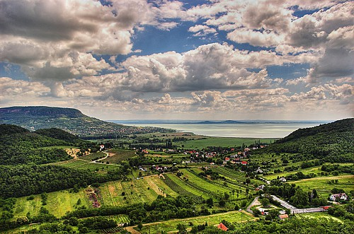 Hungary sold 1783 residency bonds in 2014